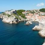 Eine Kette glänzender Küstenstädte