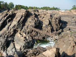 Bruecke ueber die Li Phi Wasserfaelle