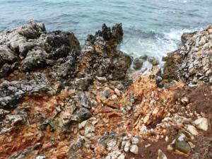 Kroatien - Insel Krk - zerklüftete Steinufer